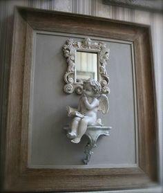 Tres beau cadre avec sa console, son petit miroir et son angelot