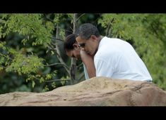 Obamas playing mini golf on vacation