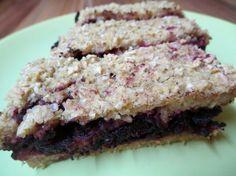 Fotorecept: Vločkový koláč s červenou repou a karobom