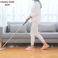 Listerine Foot Soak Discover Multifunctional Hands-Free Mop 4 in 1 multi-functional mop - It can be used as a broom dry mop wet mop and window cleaner. House Cleaning Tips, Diy Cleaning Products, Cleaning Hacks, Spin Mop, Mop Pads, Pinturas Disney, Window Cleaner, Beach Cottages, Things To Buy