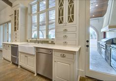 Outdoor Kitchen Dishwasher - Design photos, ideas and inspiration. Amazing gallery of interior design and decorating ideas of Outdoor Kitchen Dishwasher in home exteriors, decks/patios, kitchens by elite interior designers. French Style Homes, Beautiful Kitchens, Interior, Home N Decor, Home, Outdoor Kitchen Design, Luxury Interior Design, Interior Design, Kitchen Renovation