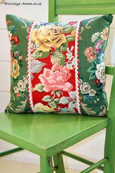 Home Shop - Gorgeous Vintage Rosy Barkcloth and Floral Linen Cushion: ww. -Vintage Home Shop - Gorgeous Vintage Rosy Barkcloth and Floral Linen Cushion: ww. Vintage Fabrics, Vintage Sewing, Rose Vintage, Vintage Style, Patchwork Cushion, Vintage Cushions, Sewing Pillows, How To Make Pillows, Soft Furnishings