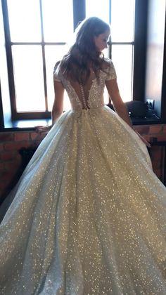 White Wedding Gowns, Luxury Wedding Dress, Princess Wedding Dresses, Perfect Wedding Dress, Dream Wedding Dresses, Bridal Dresses, Crystal Wedding Dresses, Elegant Wedding, Quince Dresses