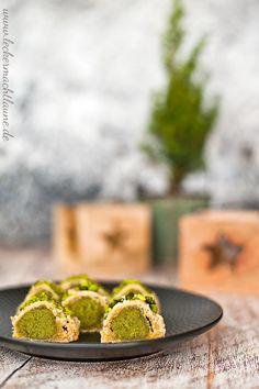 Aktuell gibt es bei zwei ALDI SÜD Gutscheine zu je zu … PS: Have you seen it? There are currently two ALDI SOUTH vouchers worth € 50 each. Xmas Cookies, Cake Cookies, Cookie Recipes, Snack Recipes, Pistachio Cookies, Small Desserts, Vegan Christmas, Healthy Snacks, Kitchen