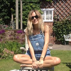 Vintage #dungarees from Brighton finally getting an outing today ☀ #ootd