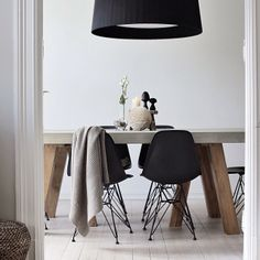 If you own one please let us have a table tour! It would be eye candy for our soul. Dining Area, Dining Chairs, Dining Rooms, A Table, Dining Table, Nordic Living, Concrete Table, Scandinavian Home, House Rooms