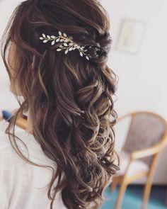 Bridal Hair Down, Half Up Wedding Hair, Wedding Hairstyles For Long Hair, Wedding Hair And Makeup, Bride Hairstyles, Bohemian Wedding Hairstyles, Wedding Hair Vine, Simple Wedding Hair, Whimsical Wedding Hair