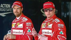 Sebastian Vettel (vas.) puolusti tallikaveriaan Kimi Räikköstä.