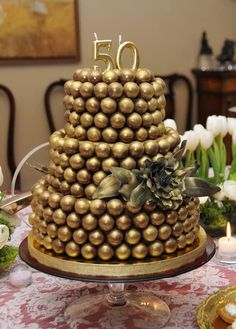 <p... Golden Anniversary Gifts, 50th Wedding Anniversary, Chocolate Art, Chocolate Gifts, Bolo Glamour, Chocolate Flowers Bouquet, Candy Stand, Queen Cakes, Fiesta Baby Shower