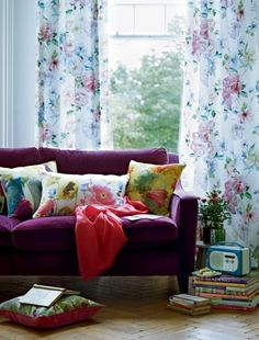 yum! love this.. awesome couch, soft pastels.. bit too much floral though!