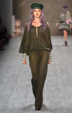 Trendfarbe Lila #libute #beautylounge #fashionweek #beauty #fashion #lila #mbfw