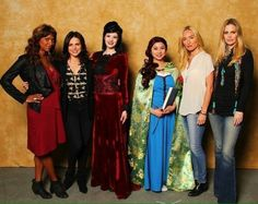 Lana Parrilla, Kristin Bauer van Straten, Merrin Dungey and Victoria Smurfit meeting fans at Calgary Expo 2015