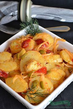O salata simpla si satioasa, buna si  pentru zilele de post, dar ideala si alaturi de o friptura. Salad Recipes, Diet Recipes, Vegetarian Recipes, Cooking Recipes, Healthy Recipes, Romanian Food, Romanian Recipes, 30 Minute Meals, Potato Recipes