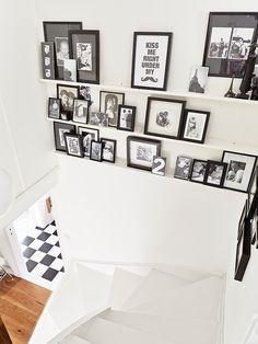 Foto's boven de trap