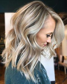 Medium Hair Styles, Curly Hair Styles, Balayage Blond, Balayage Highlights, Brown Blonde Hair, Sandy Blonde, Blue Hair, Stylish Hair, Up Girl