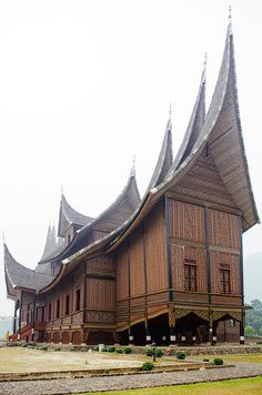 Parayung Palace Minangkabau, Indonesia Asian Architecture, Vernacular Architecture, Amazing Architecture, Minangkabau, Shipping Container House Plans, Philippines, Unusual Buildings, Unusual Homes, Beautiful Places To Visit