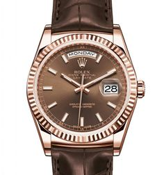 ROLEX Day-Date 36 mm in Everose Gold, fluted bezel, chocolate dial and leather strap.