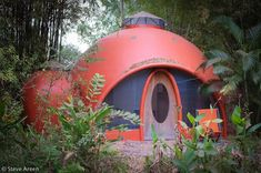 DIY Dome Homes Built From Aircrete Are an Affordable & Ecofriendly Option Eco Construction, Geodesic Dome Homes, Papercrete, Adobe House, Earth Homes, Natural Building, Ceramic Houses, Earthship, Back To Nature