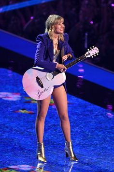Uploaded by Dee Find images and videos about pink purple and Taylor Swift on We Heart It - the app to get lost in what you love Taylor Swift Legs, Estilo Taylor Swift, Taylor Swift Concert, Taylor Swift Style, Taylor Swift Pictures, Taylor Alison Swift, Taylor Swift Guitar, 1989 Taylor Swift, Live Taylor