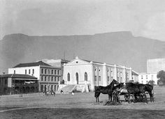 Feeding Horses in Riebeeck Square 1906 Old Pictures, Old Photos, Cities In Africa, Horse Feed, Saint Stephen, Most Beautiful Cities, Historical Pictures, Cape Town, Old Houses