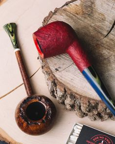 Two pipes from Missouri based carver Scottie Piersel plus fresh pipes from Tom Eltang and Wojtek Pastuch. http://smokingpip.es/2ErmSkY