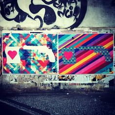 Lambe-lambes na Praça General Osório | le modiste    A dupla multi colorida que pede paz e amor está em frente à Praça General Osório, em Ipanema, na saída do metro ;) Já viu?
