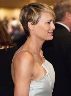 Robin Wright attends the White House Correspondents Dinner. Makeup by Julie Harris. Styled by Kemal Harris.