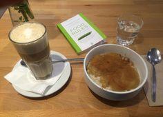 Frühstück in Berlin im Goodies  #berlin #vegan #fruehstueck Berlin Vegan, Restaurants, Pudding, Tableware, Desserts, Food, Tailgate Desserts, Dinnerware, Deserts