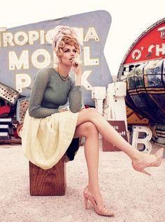 Retro Fashion Viva, Las Vegas: Hailey Clauson by Nicole Bentley for Vogue Australia - Retro Chic, Retro Mode, Vintage Mode, Style Vintage, Vintage Theme, Vintage Pins, Vintage Inspired, Retro Vintage, Hailey Clauson