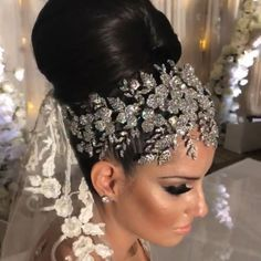 Our gorgeous bride Francis looking so glamorous in her custom designed crystal headpiece by Bridal Styles Boutique. Bridal Veils And Headpieces, Headpiece Wedding, Wedding Veils, Trajes Anarkali, Bride Hair Accessories, Luxe Wedding, Bridal Hair And Makeup, Turbans, Bandeau