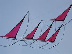 No less than 5 dihedrals! This multi-sailed kite design has a definite nautical flavor. At least when seen from this angle! T.P. (my-best-kite.com)