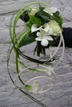Pour ce bouquet, j'imagine les fleurs de couleur.