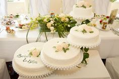 Stufentorte Table Decorations, Home Decor, Wedding Pie Table, Interior Design, Home Interior Design, Dinner Table Decorations, Home Decoration, Decoration Home, Center Pieces