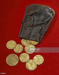 Gold coins recovered from the wreck of the Mary Rose, which sank in A single coin was roughly a day's wages for the vice admiral, or more than a month's pay for an ordinary seaman. Tudor History, British History, Tudor Dynasty, Tudor Era, Gold And Silver Coins, Historical Artifacts, World Coins, Rare Coins, Coin Collecting