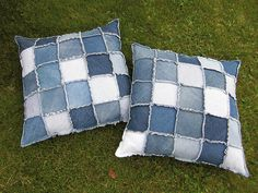 Sewing Pillows Cute use for old jeans - I have a whole shelf in a pantry of old jeans. I need pillows. The sewing machine is getting the dust blown off of it tomorrow! - Those pillows are made of old jeans. I like to work with jeans. Jean Crafts, Denim Crafts, Sewing Pillows, Diy Pillows, Denim Ideas, Recycle Jeans, Old Jeans, Recycled Denim, Rag Quilt