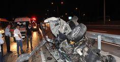 İzmit'te otomobil hurdaya döndü: 3 yaralı