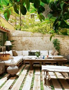 Great idea to use wooden pallets in garden