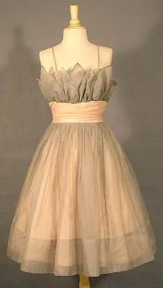 love the pulled in waist with the full skirt
