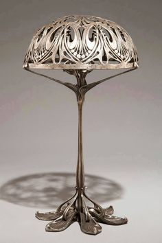 Art Nouveau ... la suite avec cette superbe lampe de Paul Follot ... il faut remonter à 1900 ...  https://www.facebook.com/101348803267582/photos/a.494472123955246.1073741835.101348803267582/910808778988243/?type=3