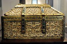 Arqueta de marfil y esmaltes (1026. Taller andalusí. Museo de Burgos)