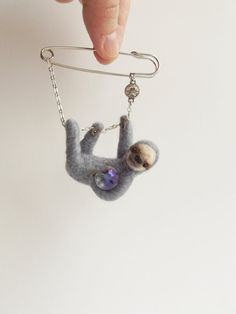 Hanging Sloth in grey, Hand Felted Animal Brooch,Animal Pin,Sloth Brooch,Cute…