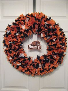 PLEASE SELECT THE WREATH OPTION YOU ARE WANTING WHEN ORDERING. DUE TO LICENSING, THE LOGOS/DECALS DO NOT COME ATTACHED TO YOUR WREATH. THE LOGOS WILL BE