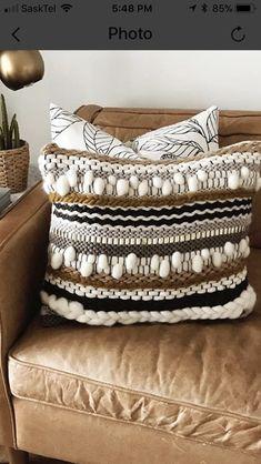 Weaving Loom Diy, Weaving Art, Tapestry Weaving, Hand Weaving, Boho Cushions, Diy Pillows, Velvet Cushions, Peg Loom, Weaving Projects
