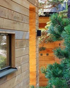 Sauna ja saunatupa Helsingin saaristossa Outdoor Sauna, Outdoor Decor, Modern Log Cabins, Building A House, Beach House, Garage Doors, Cottage, House Design, Plants