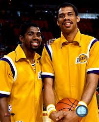Magic Johnson and Kareem Abdul Jabar Love And Basketball, Basketball Legends, Basketball Pictures, Sports Basketball, Basketball Players, Basketball History, College Basketball, Magic Johnson, Nba Stars