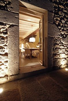 good night lighting. A CORUÑA: DOM ARQUITECTURA RESTAURA UN UN EDIFICIO STORICO