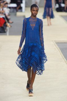 Chloé at Paris Fashion Week Spring 2014 - StyleBistro Fashion Week Paris, Runway Fashion, Blue Fashion, High Fashion, Fashion Show, Fashion Design, Haute Couture Style, Chloe, Beautiful Gowns