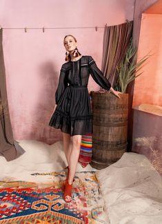 Вдохновением для новой летней коллекции от Alena Goretskaya стала Африка. Это яркая цветовая палитра, смешение стилей, анималистические и этнические принты, натуральные материалы, фурнитура и, конечно же, авторские аксессуары, которые дополнили и завершили образы, ярко отражающие стиль коллекции.  #alenagoretskaya #аленагорецкая #лето2020 #летнийобразженский #летнийобраз #тренды2020 #мода2020 #летнийобразнаработу #весна2020 #африка #образналето #платье #аксессуары2020 #аксессуары #вискоза