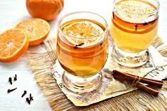 В холодное время года — зимой актуально будет приготовить ароматный чай, в состав которого входят мандарины и корица в палочках. В мандариновом чае присутствует и такая пряность как гвоздика в бутонах. В процессе приготовления такого напитка нам понадобиться уже готовый чай. Можно заварить обычный чай или использовать чай из трав (например, из ромашки). Для сладкоежек в чай можно добавить по вкусу сахарный песок или порцию меда. Ингредиенты Продукты на 2 кружки напитка: — Мандарин — Палочка…