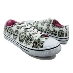 sugar skull shoes- Yes, I would wear these! Cute Shoes, Me Too Shoes, Crane, Shoe Boots, Shoes Heels, Converse Shoes, High Heels, Fairy Shoes, Skull Shoes
